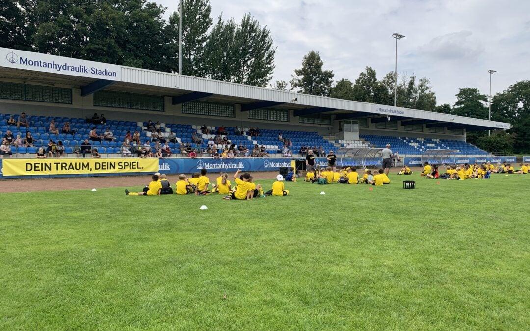 Schwarz-gelbe Sommerferienwoche im Montanhydraulik-Stadion